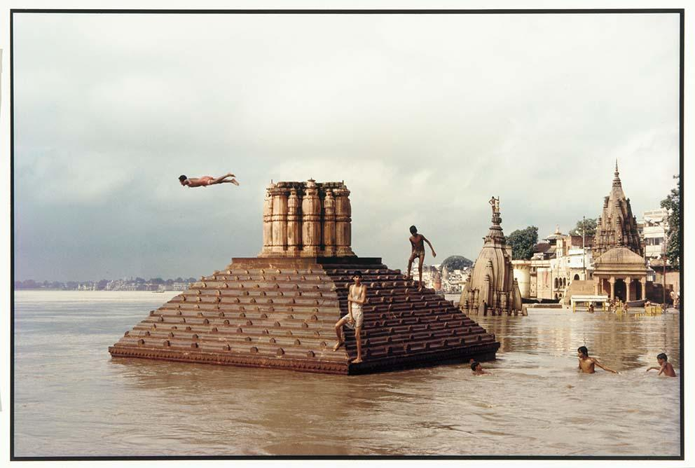 Swimmers and Diver (1985) Scindia Ghat by Raghubir Singh, Varanasi, India, 1985, chromogenic print on Kodak Ektacolor paper. Gift of the artist, Arthur M Sackler Gallery