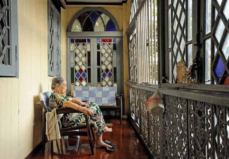 Born in Canton in 1926, Daw Thein Nyunt spends mid-afternoons on her balcony overlooking Anawratha Road, Yangon