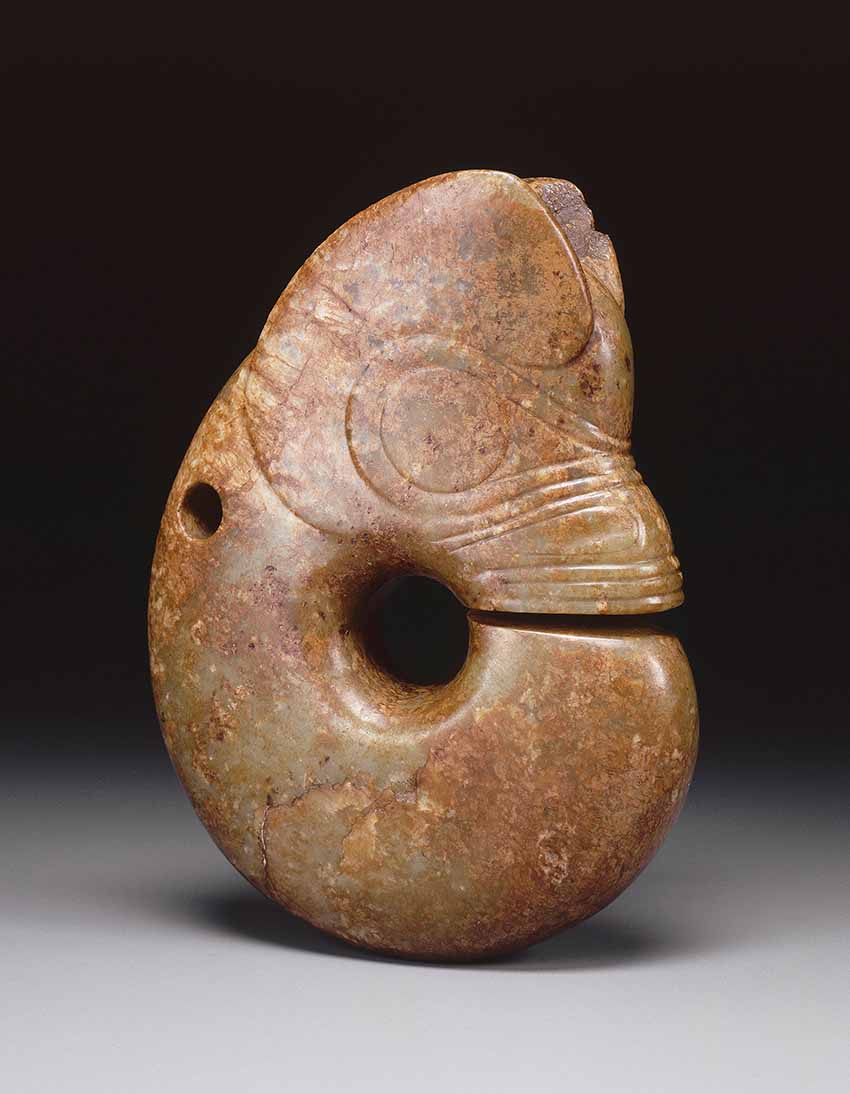 Dragon-pig, zhulong, northeast China, Neolithic, Hongshan culture (3500-3000 BC), MNAAG, Paris, Dr Giesler Collection, 1932 © RMN-Grand Palais (musée Guimet, Paris) / Thierry Ollivier
