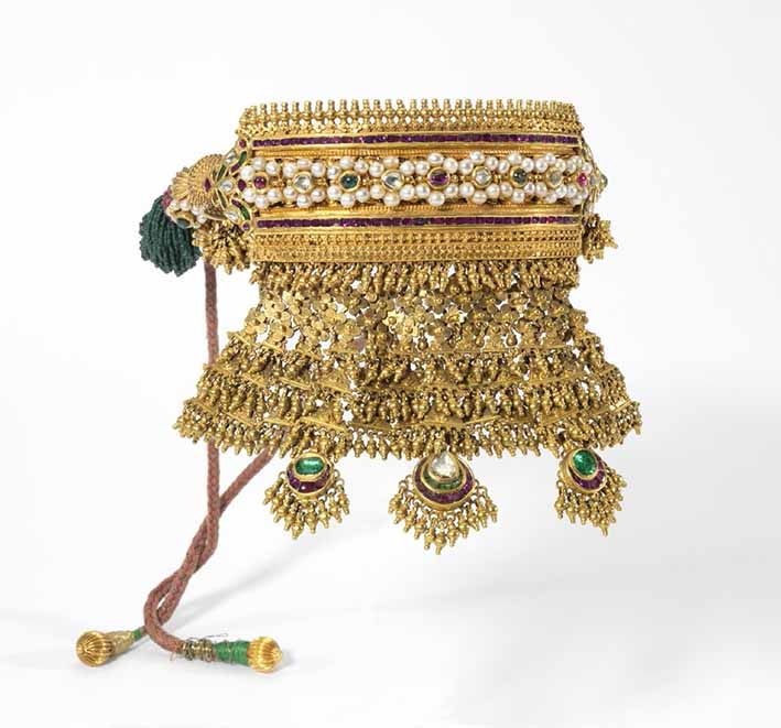 Necklace (arya or aad), Rajasthan, early 19th century, gold, rubies, emeralds, diamonds, pearls, glass beads, Ronald and Maxine Lind Collection