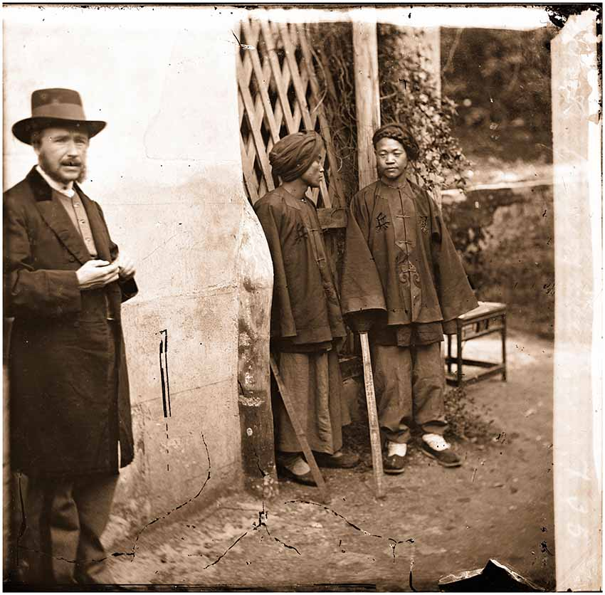 Thomson with two Manchu Soldiers, Xiamen, Fujian in 1871. Thomson rarely appeared in his own photographs, he is seen here in Amoy (Xiamen) which was then on the southern frontier of the Qing empire. By juxtaposing himself with the Manchu soldiers, he was possibly trying to show that the city had fallen into the hands of outsiders: The Manchu and the Europeans. In 1842, the Qing government were forced to grant the British the right to trade freely in Amoy, but continued to station its own army there. All images courtesy Wellcome Library, London