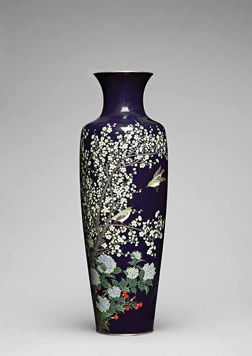 Vase decorated with flowers and birds by Hayashi Kodenji (1831-1915), cloisonné enamel, circa 1900-1910 © The Khalili Collections of Japanese Art