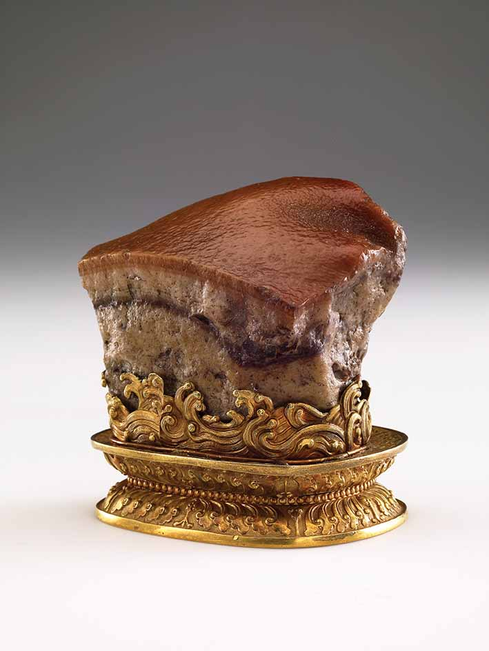 Meat-shaped stone, jasper, Qing dynasty (1644-1911), 6.6 x 7.9 x 6.6 cm © National Palace Museum, Taipei