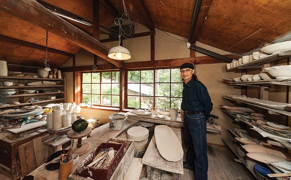 Hamanaka Gesson in his studio in Hagi, western Honshu