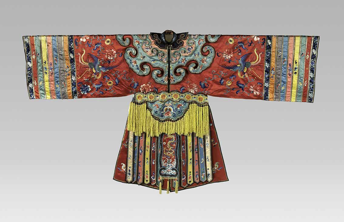 Theatrical robe with phoenix and floral patterns, Qing dynasty, 19th century, silk thread embroidery on silk satin, 127 x 243.84 cm. The Metropolitan Museum of Art, New York, Roger Fund, 1929