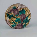 Large dish with chrysanthemums and butterflies, Hizen ware, Aode-Kokutani type: porcelain with coloured enamels, Edo period, circa 1650, diam. 34.6 cm, Sebastian Izzard