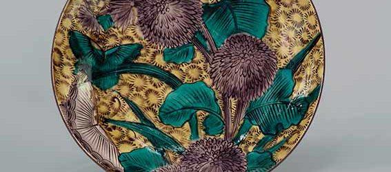 Large dish with chrysanthemums and butterflies, Hizen ware, Aode-Kokutani type: porcelain with coloured enamels, Edo period, circa 1650, diam. 34.6 cm, Sebastian Izzard