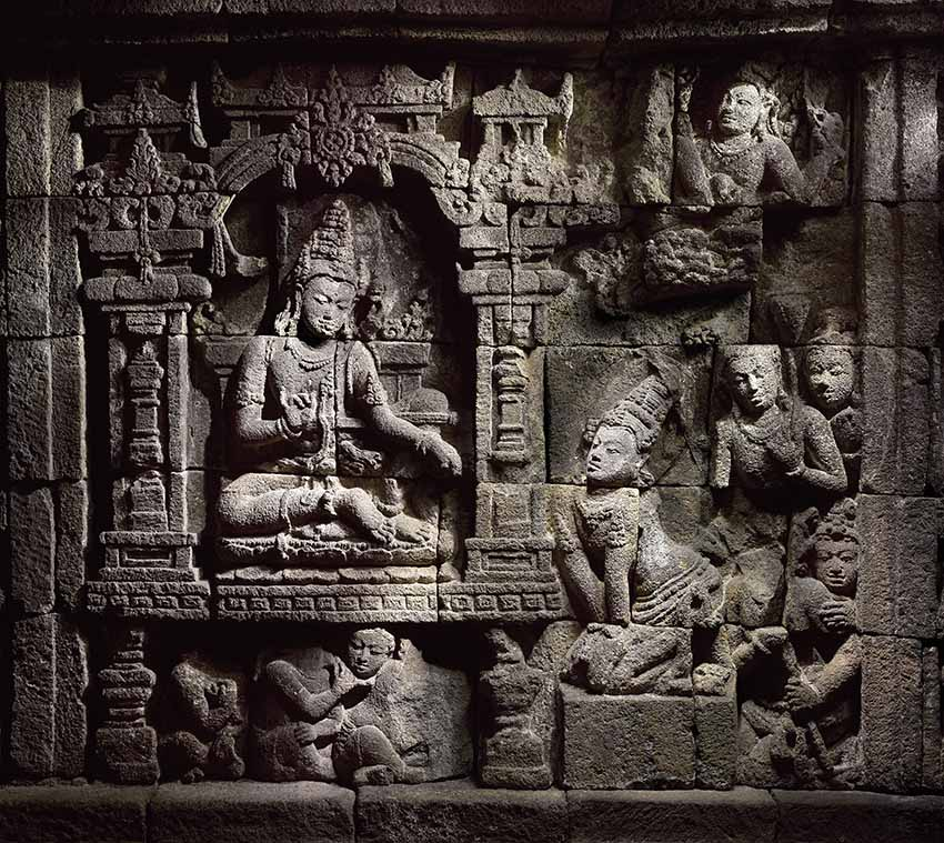 Sudhana listens to Samantabhadra's teaching. All bas-relief photographs: Caroline and Hughes Dubois